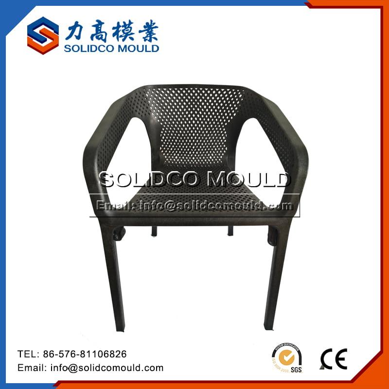 Chaise en plastique5